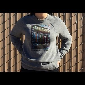 Tops - Gray crew neck with a surf shop picture